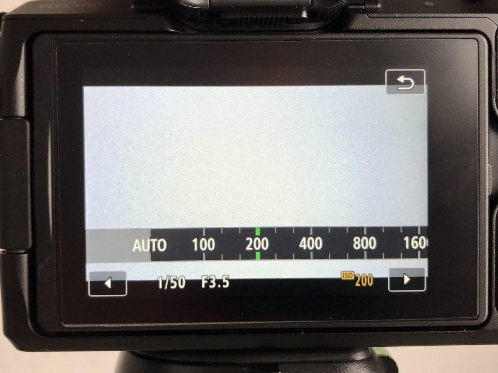 Passe den ISO-Wert deiner Beleuchtungssituation an.
